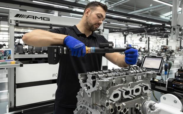 421 «лошадка» с двух литров. Мотор для Mercedes GLB будут собирать на AMG вручную