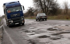 5 самых убитых дорог Украины. Куда лучше не ездить?