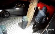 Видео: Новый Mercedes угнали всего за 10 секунд