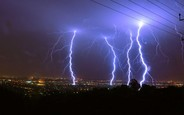 Сезон молний идет в Украину. Что нужно знать автомобилистам?