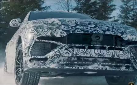 Белый ходок: Lamborghini Urus покоряет снежные равнины