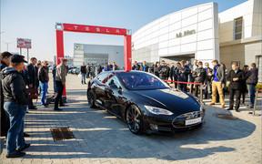 Benish GPS и самый быстрый электромобиль в мире. Презентация Tesla Model S