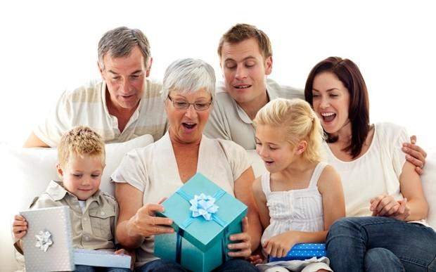 Беспроигрышные подарки любимой бабушке к 8 марта