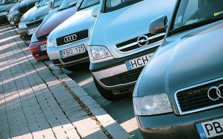 «Бляхи», вы куда? Ежедневно становится на 250 нерастаможенных авто меньше