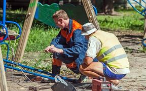 Более 400 детских площадок установят и отремонтируют в Киеве