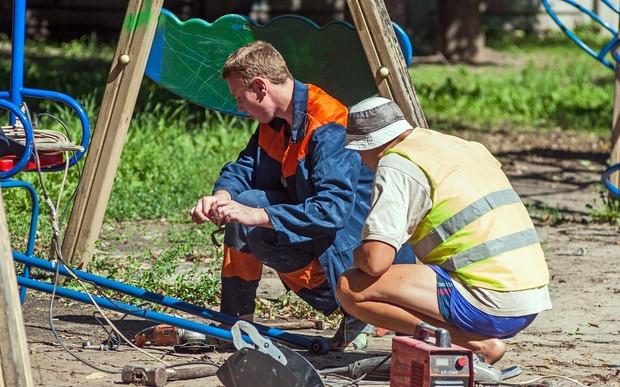 Понад 400 дитячих майданчиків встановлять та відремонтують у Києві