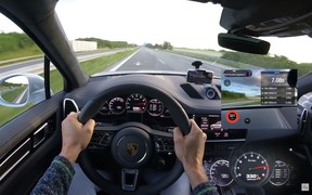 Больше 330 км/ч по автобану. Porsche Cayenne Turbo разогнали быстрее «паспорта». ВИДЕО