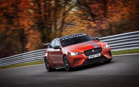 Быстрейший из седанов: Jaguar XE стал лидером Нюрбургринга