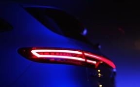 Через пару часов: электрокроссовер Mercedes-Benz EQ C покажут сегодня