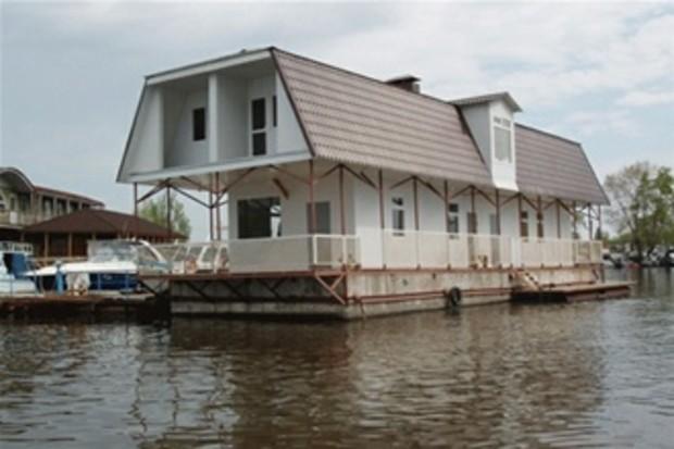 Чистка Русановской набережной: готовится к отчаливанию следующих 2 ресторана