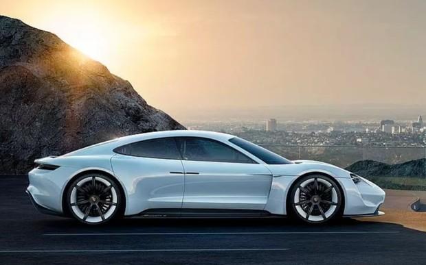Цифровий, інноваційний, функціональний: інтер'єр нового Porsche Taycan