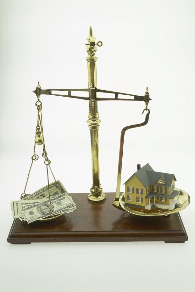 Дешевая недвижимость – стоит ли приобретать?