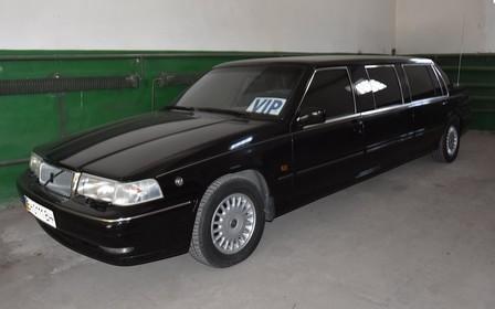 Довгий Volvo з малим пробігом: в Одесі «знайшли» рідкісний лімузин