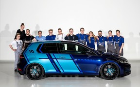 Для фестиваля тюнинга Volkswagen подготовил гибридный Golf GTI