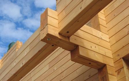 Будинок з клеєного бруса: що це, переваги, недоліки та особливості будівництва