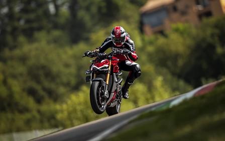 Ducati привезла в Україну один з найбільш потужних байків