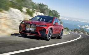 Электрический кроссовер BMW iX начали продавать в Украине. Почем?