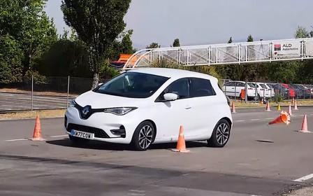 Электрический Renault Zoe набил шишек на «лосином тесте». ВИДЕО