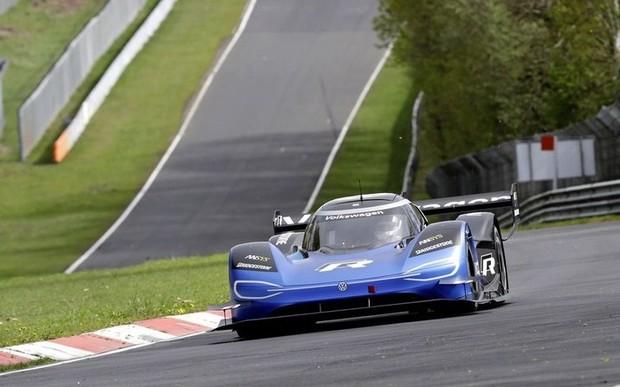 Електричний гоночний автомобіль Volkswagen ID. R візьме участь у змаганнях на трасі Nordschleife