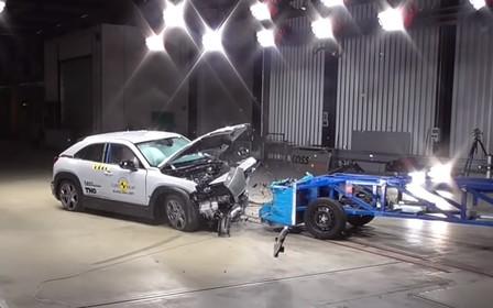 Електрокар Mazda MX-30 пройшов краш-тести. Що вдалося з'ясувати?