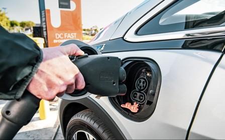 Электромобилям - новые льготы. Но и новые налоги