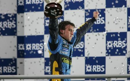 Фернандо Алонсо будет выступать за команду Renault DP World F1 Team с 2021 года.