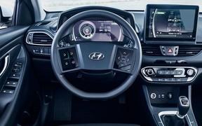 Футуристичный интерьер от Hyundai. Тачпады на руле и многослойная «приборка»