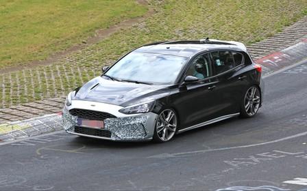 Голышом по Нюрбургрингу: новый Ford Focus ST попался фотошпионам