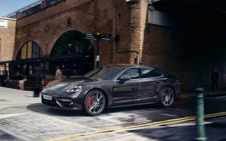 Ідеальне поєднання витонченості та динаміки. Та вартості відтепер. Porsche Panamera.