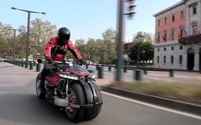 Иду на взлет. Французы научили мотоцикл летать. ВИДЕО