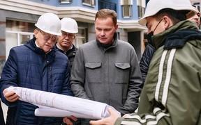 Игорь Кушнир проверил ход работ на стройплощадках компании