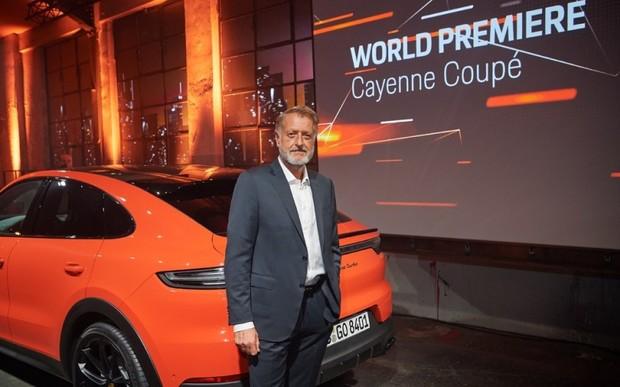 Інтерв'ю з директором із продажів Porsche Детлевом фон Платеном. Cayenne Coupé – атлетичний спортивний автомобіль.