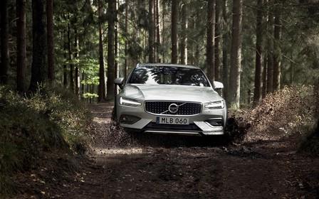 Из князи в грязи: универсал Volvo V60 представили в внедорожной версии