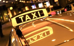 Изменения в ПДД. Такси разрешили ездить по полосе для общественного транспорта