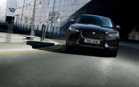 Jaguar представил модификации 300 Sport и Chequered Flag для F-Pace
