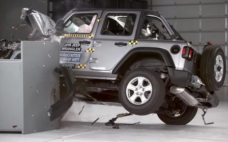 Jeep Wrangler зрелищно провалил краш-тест. ВИДЕО