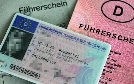 Кабмин: в Украине введут водительские удостоверения европейского образца в 2017 году