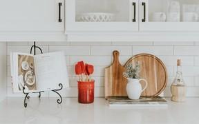 Как оформить кухонный фартук