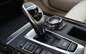Как включить заднюю? Угонщики не разобрались с коробкой передач BMW X5
