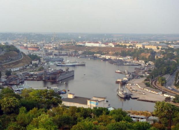 Киев решит, как строить в Севастополе