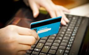 Киевлян учили оплачивать коммуналку онлайн