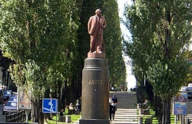 Киевская мэрия задумала передать памятник Ленину в коммунальную собственность