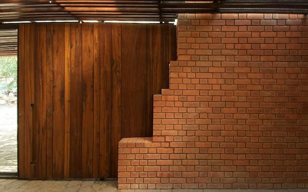 Кирпично-деревянные стены: особенности строительства