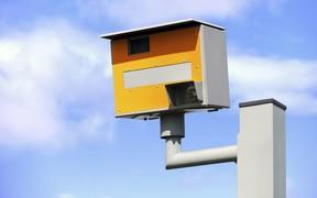 Китайские спид-камеры смогут распознавать автомобили без номеров