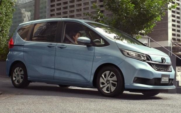 Компактвэн Honda Freed обогатился версией Crosstar