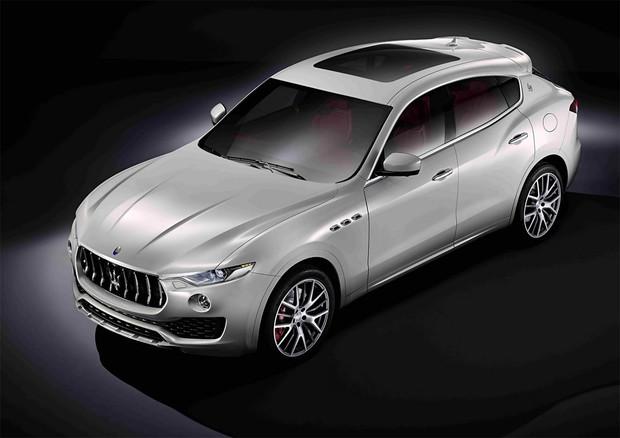 Кроссовер Maserati Levante получит гибридную установку от Chrysler Pacifica