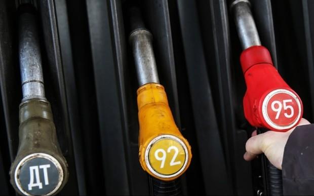 Крупные сети снизили цену бензина и ДТ