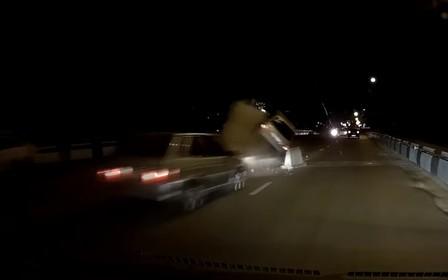 Куча щебня на дороге стала причиной жуткого ДТП. ВИДЕО