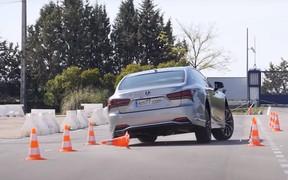 Lexus LS прошел «лосиный» тест хуже «Октавии». ВИДЕО