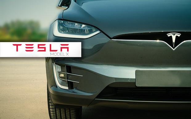 Машина времени: Тест-драйв Tesla Model X